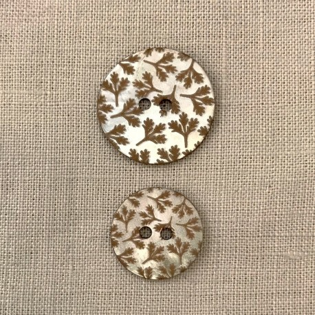 Engraved and Enamelled Mother of Pearl Button Little Holly, Col. Naturel/ Praline