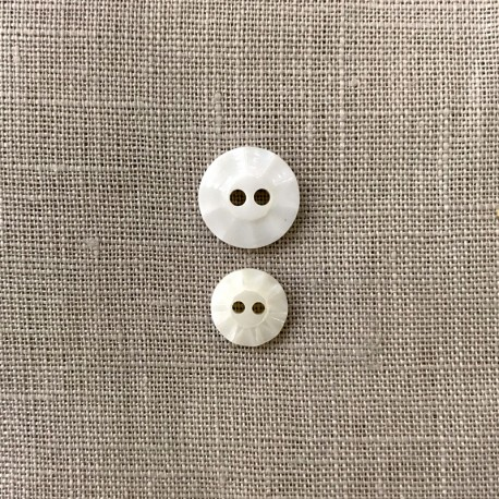Mother of Pearl Button Charlotte, col. Natural White