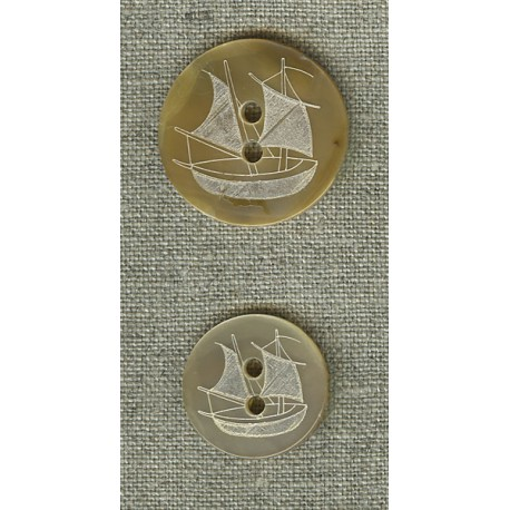Gold mother-of-pearl with boat engraving
