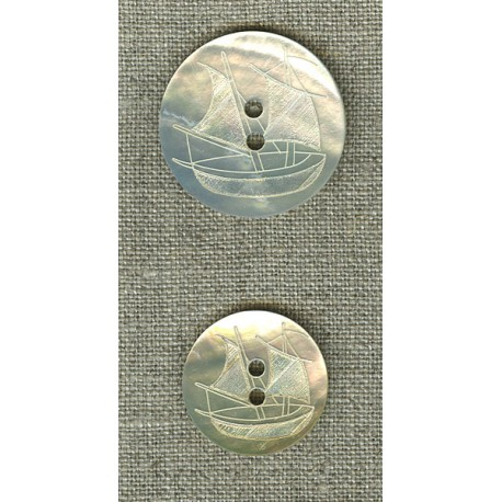 Natural mother-of-pearl with boat engraving