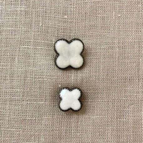 Enamelled Metal Button Clover Rue de La Paix, col. Almost White/ PLatinium