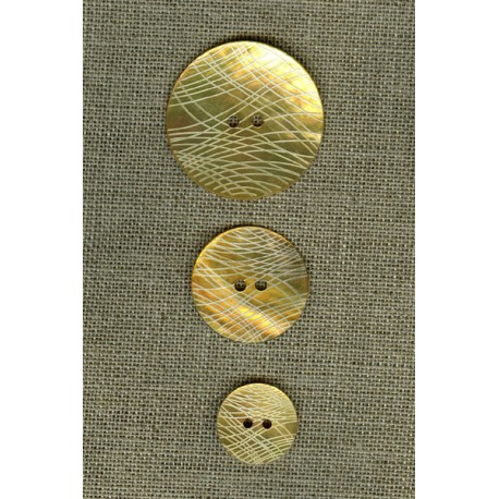 Network engraved mother-of-pearl button, Buttercup