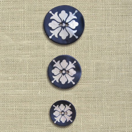 Engraved mother-of-pearl button Bellflower, col. Blue hour