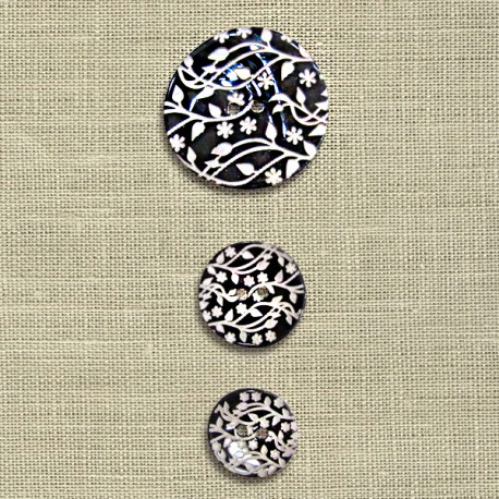 Engraved mother-of-pearl button Small climbing flowers, col. Licorice