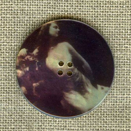 Printed mother-of-pearl button Muse