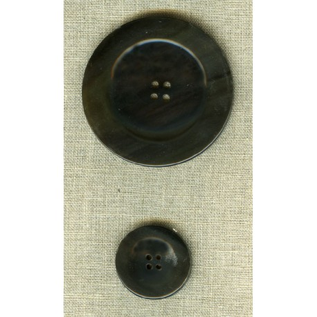Wide-edged button in black horn