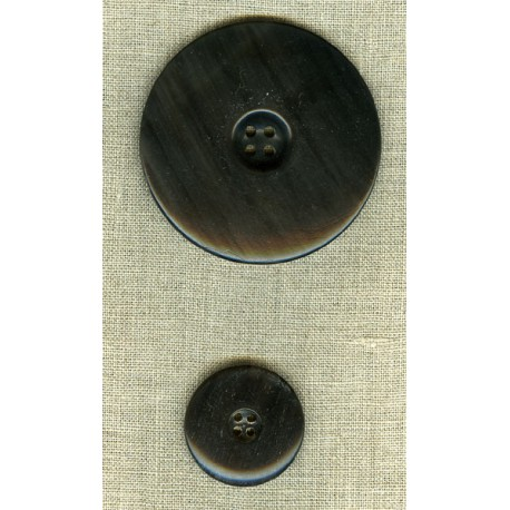 Hollowed centre button in black horn.