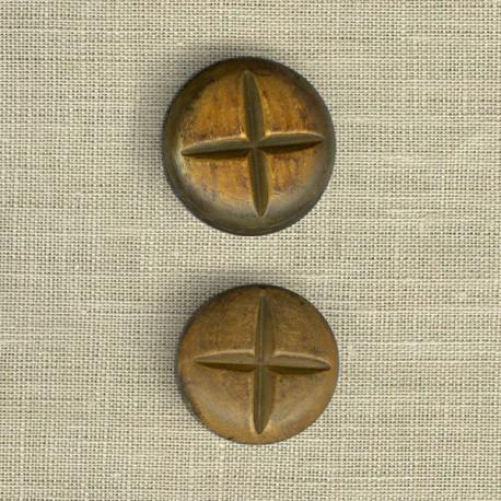 Bouton en corne brulée, bombé avec croix