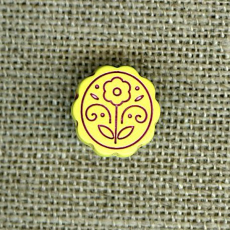 Children button with engraved flower, Lime-tree