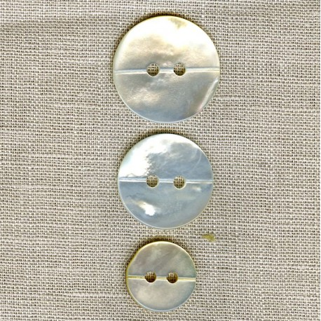 Natural mother-of-pearl button with pass thread