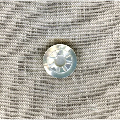 Round Mother-of-pearl shirt button