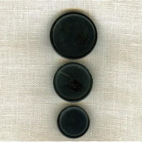 Black Puck Horn Button
