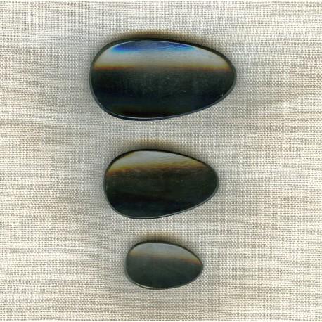 Black Horn Button Leave