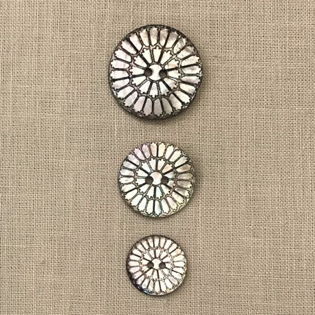 Engraved Mother of Pearl Button Rosace, col. Natural/ Black