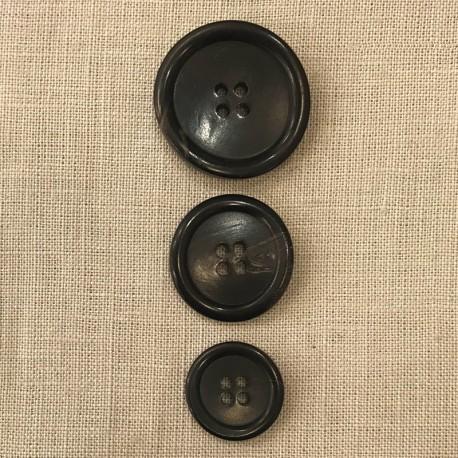 Black Suit Horn Button, Salvador